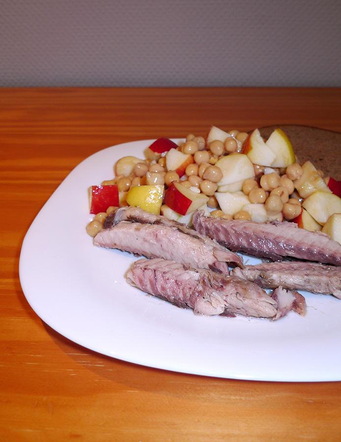 Salade-pois-chiches-pommes-et-maquereaux